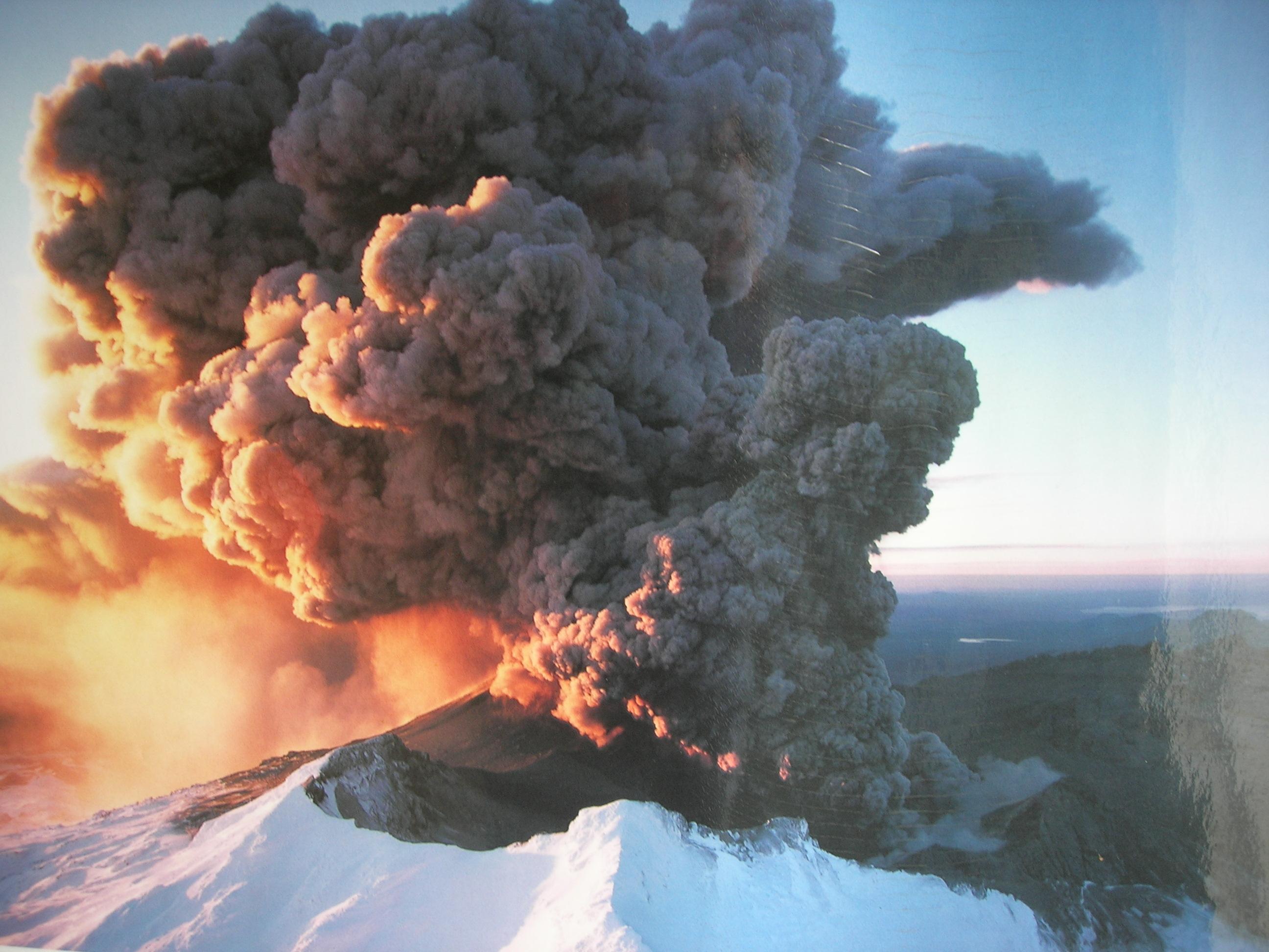Vulkan i udbrud.